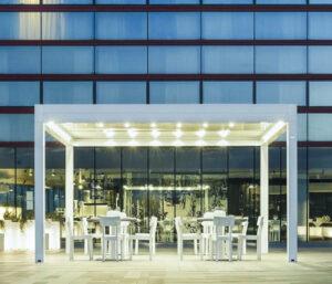 Lamellendach mit Licht von my-pergola24.com