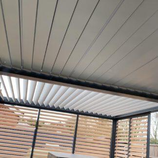 Plverbeschichtets Lamellendach-auf der- Terrasse