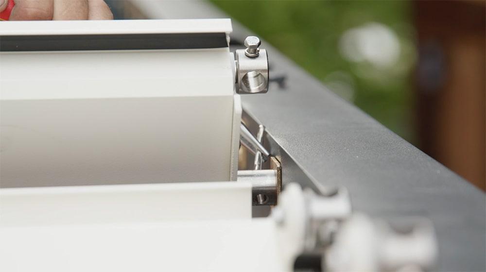 Fixierklipp einrasten und Lamellen verbinden