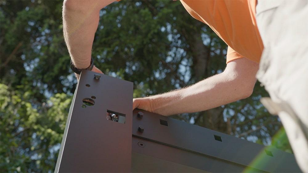 Schritt 1: Tragpfosten & Dachbalken montieren